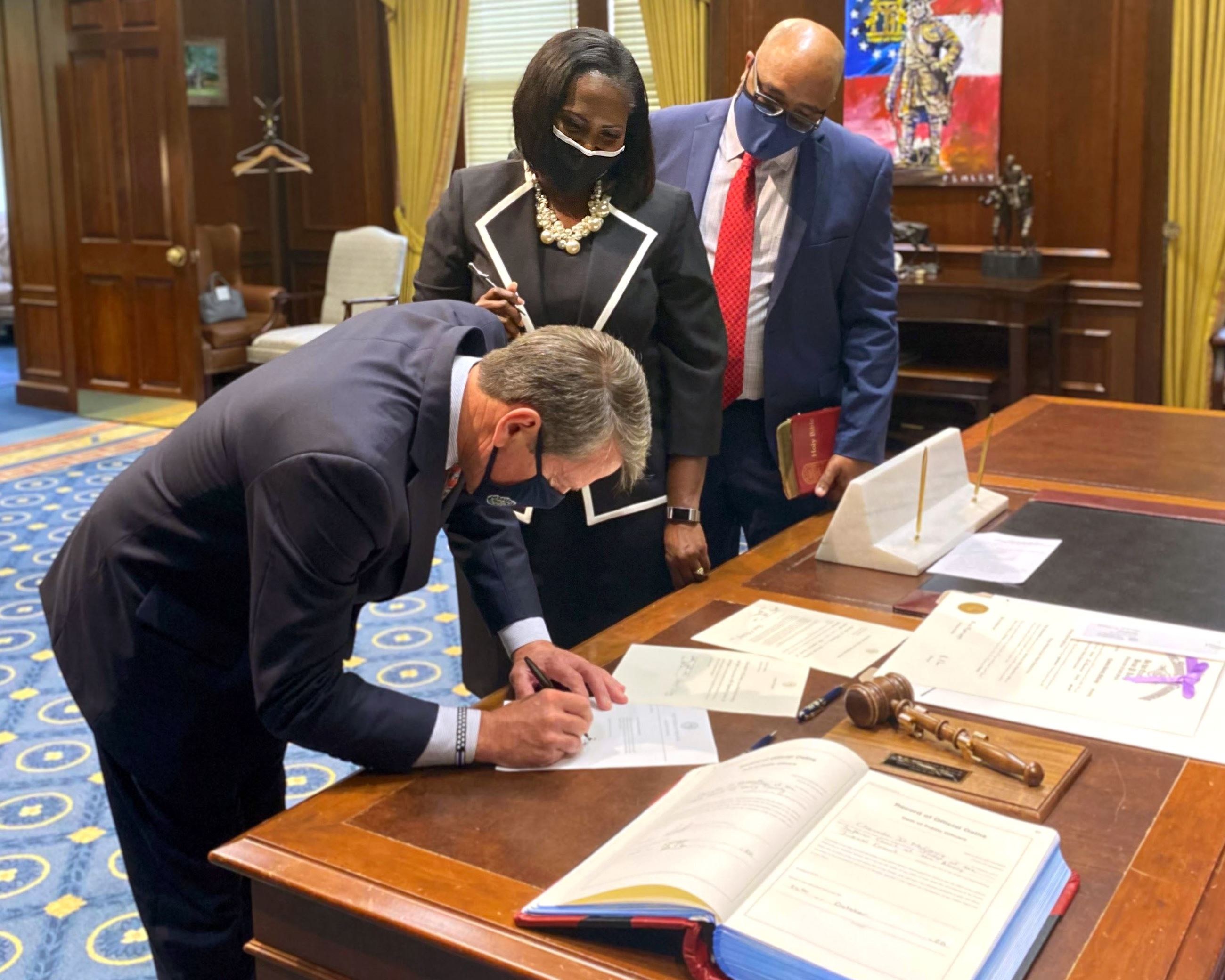 Image of Cheveda McCamy Signing